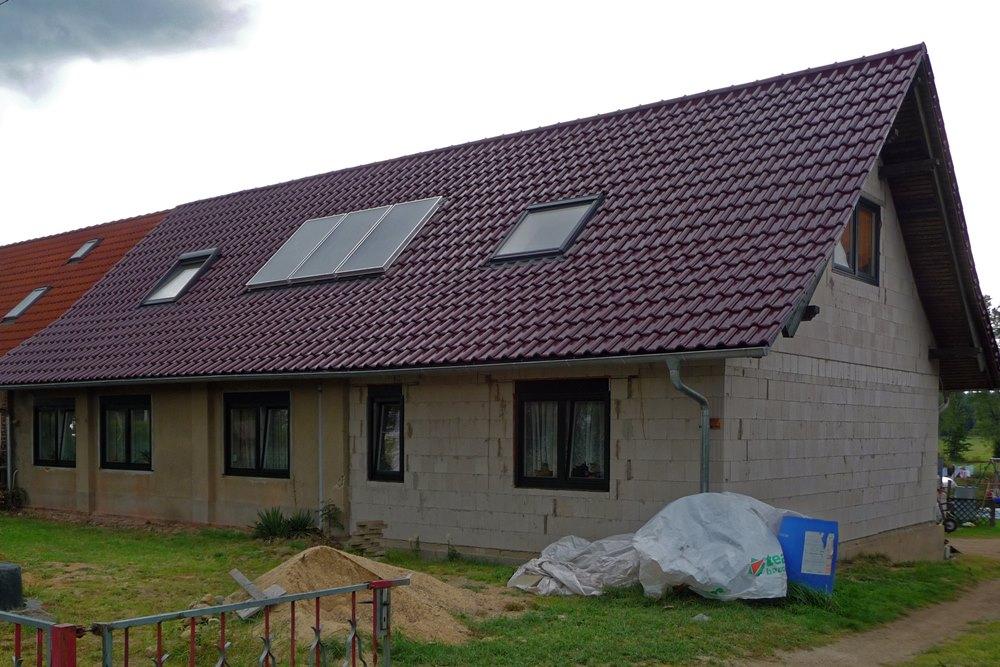 Satteldach mit glasierter Dachpfanne