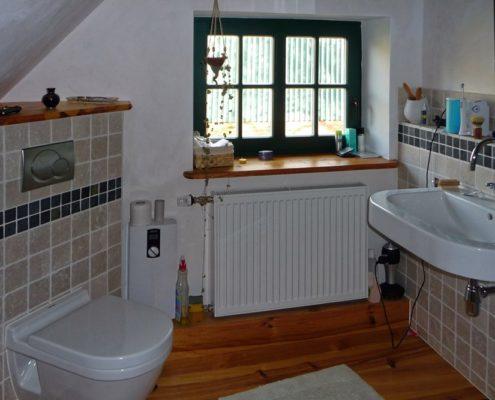 Badezimmer Dachausbau mit Dielenfußboden