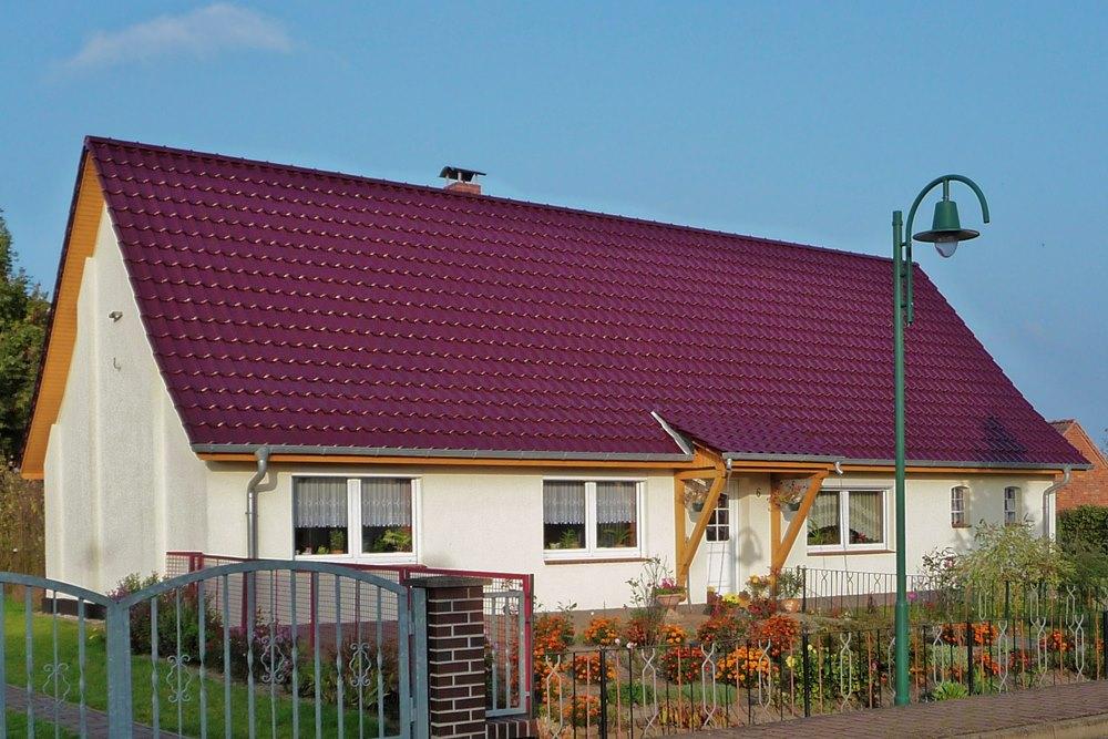 Satteldach mit integriertem Vordach